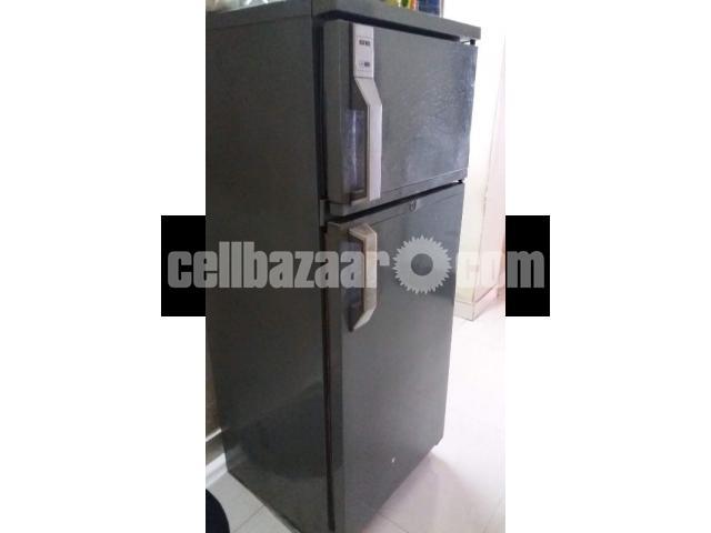 Italian IGNIS Refrigerator, 8.5 cft - 1/3
