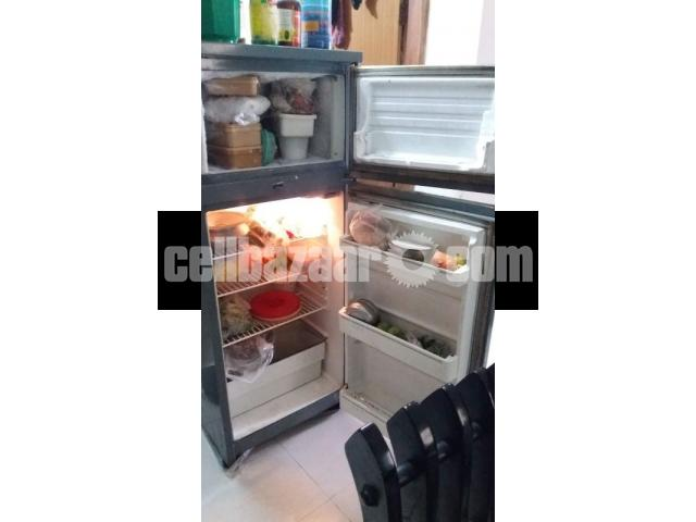 Italian IGNIS Refrigerator, 8.5 cft - 2/3