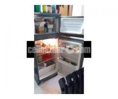Italian IGNIS Refrigerator, 8.5 cft - Image 2/3