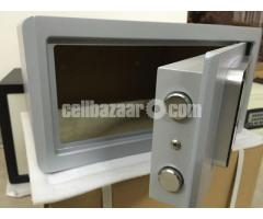 Password Touch Screen Electronic Safenter name of item - Image 4/4