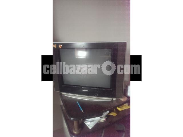 SAMSUNG 21 INCH TV - 1/2