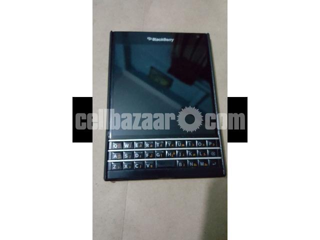 Blackberry(Passport) - 3/5