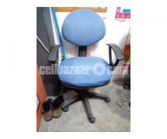 office revolbing chair