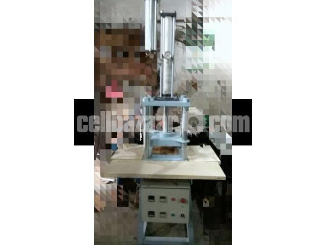 Hit pressing machine for bekolite product molding with new hydraulic power pack - 1/2