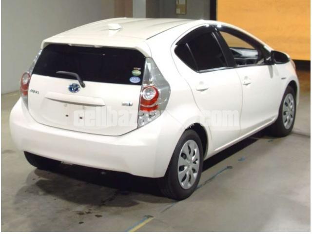 Toyota Aqua Hybrid 2013 G Ltd Pearl Color Cellbazaar Com Buy