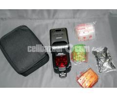 Nikon SB-910 Professional Speedlite/ Flash Light