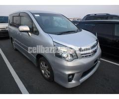 Toyota Noah SI GRADE SILVER 2013
