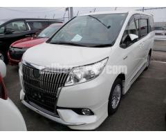 Toyota Noah Squire Pearl 2014