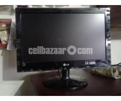 Desktop PC+ Monitor - Image 1/2