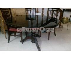Dining table in excellent shape.