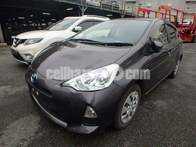 Toyota aqua s pkg - 1/4