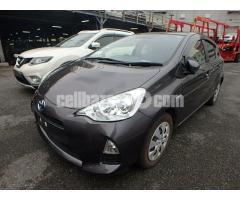 Toyota aqua s pkg - Image 1/4