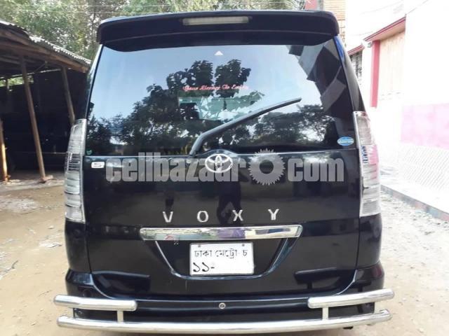 Toyota Voxy 2003/11 - 2/5