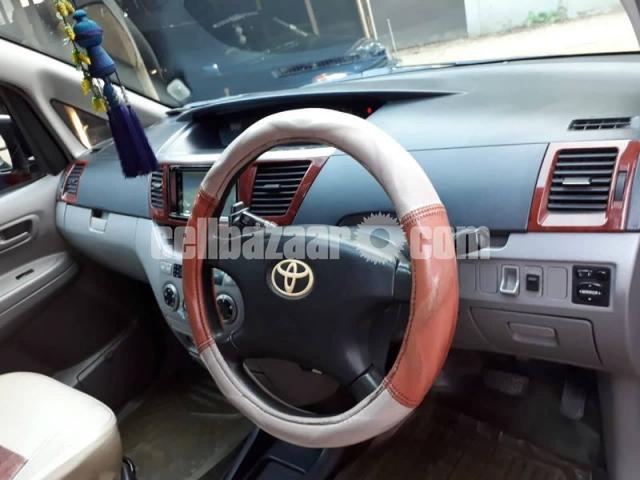 Toyota Voxy 2003/11 - 4/5