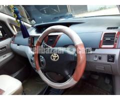 Toyota Voxy 2003/11 - Image 4/5