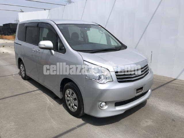 Toyota Noah X Smart Silver Color Model 2012 - 1/4