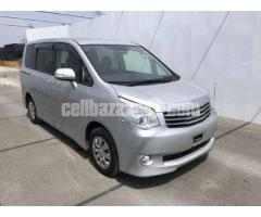 Toyota Noah X Smart Silver Color Model 2012