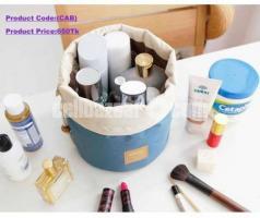 *Cosmetic Organizer Bag.