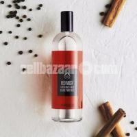 Red musk fragrance mist brume perfumer