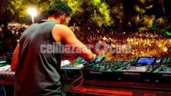 DJ Show organize