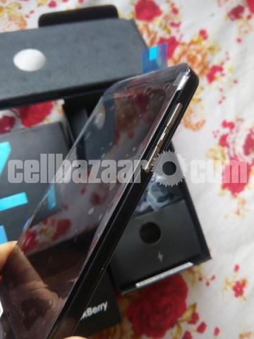 BlackBerry Z10 2/16GB Original Intact New 64GB - 5/5