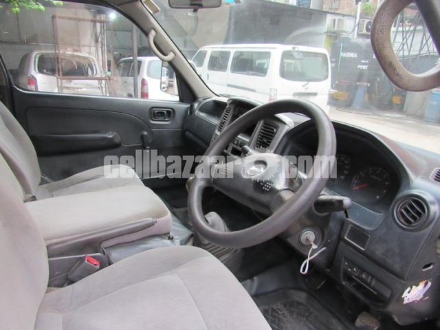 Nissan Urvan, Model: 2011 - 4/5