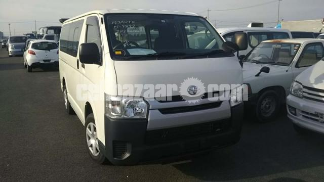 HIACE TRH200 WHITE COLOR - 1/4