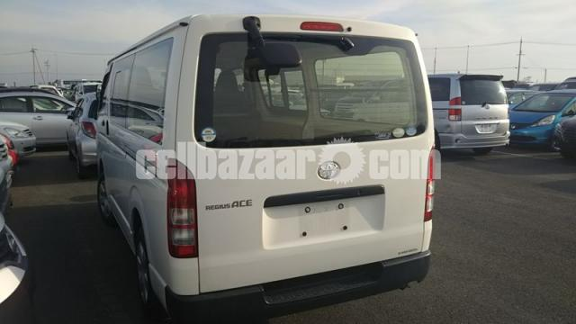 HIACE TRH200 WHITE COLOR - 2/4