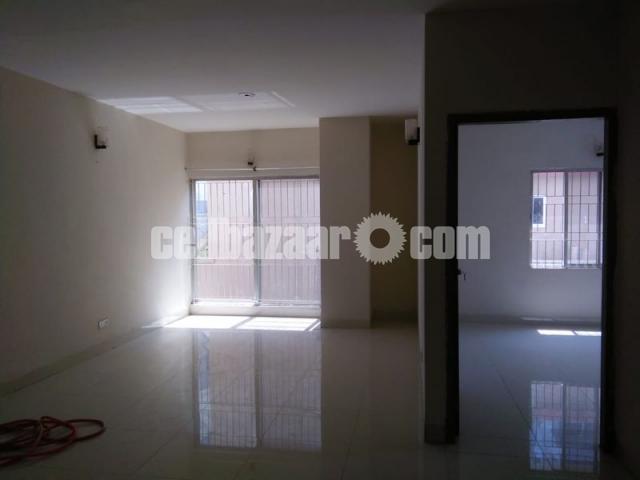 1450 sqft ready flat @ Malibag - 2/5
