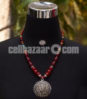 Meroon Colors Necklace with Silver Pendant