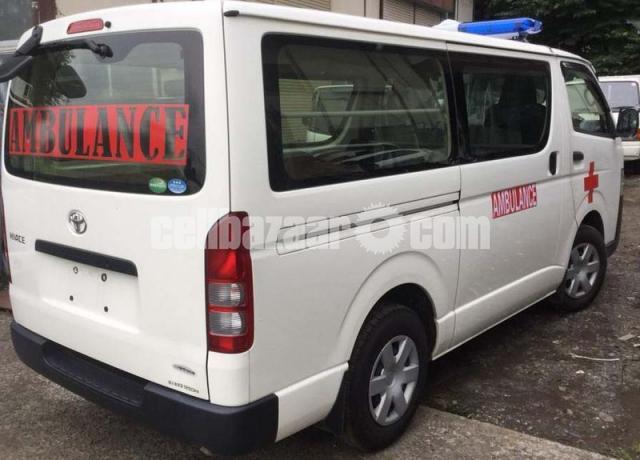 Toyota Hiace Ambulance White Color - 2/4